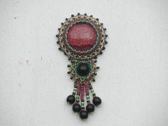 Kleiner Anhänger mit Rhodonit Beaded Embroidery, Turquoise Bracelet, Brooch, Beads, Bracelets, Jewelry, Beading, Jewlery, Jewerly