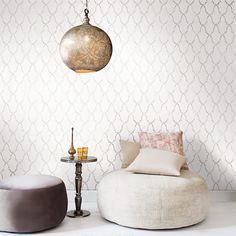 Elegante Tapete mit Muster von Khrôma: DELARA warmgrau!