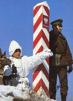 Polish border guards ca 1978 Poland People, Border Guard, Warsaw Pact, Russian Men, Military Uniforms, Cold War, Eastern Europe, Coat Of Arms, Retro