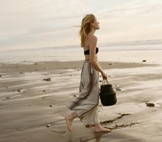 Dôen: A Bohemian Brand with a Unique Twist   Dôen is a bohemian brand from California with a unique business model based on ethics and empowering women. Feminine and vintage inspired clothes to wear by the beach. Click on the image to find out more!