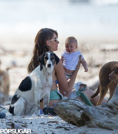 Exclusive Photos   Gisele Bündchen relaxed on the beach with Vivian and their dogs while in Costa Rica. #cute #dogs