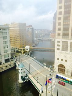 Looking North on Milwaukee River from Chase Plaza