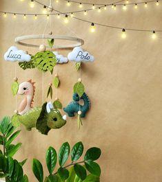 Safari Theme Nursery, Woodland Nursery Decor, Nursery Themes, Themed Nursery, Baby Shower Themes, Baby Shower Gifts, Tropical Nursery, Woodland Mobile, Natural Nursery