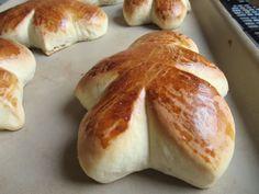 Süße Rosinenbrötchen, auf dem Zauberstein gebacken.