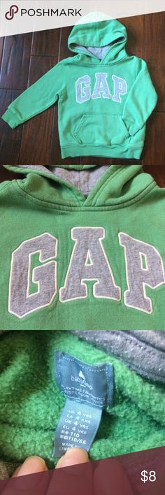 👦🏻•GAP pullover logo hoodie•green•vguc•4yrs Nice warm hoodie in great condition. May show minimal signs of wear. Picture number 2 and 3 accurately depict color of sweatshirt. GAP Shirts & Tops Sweatshirts & Hoodies