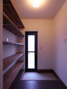 WEB内覧会~食品庫&ゴミ箱を買いました   フツーなワタシがフツーじゃない家を建てる Entrance, Bookcase, Shelves, Doors, Storage, Interior, Kitchen, House, Home Decor