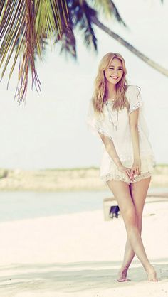 Yoona for Party- her blond hair was pretty, but I love her chestnut colored hair! Im Yoona, Sooyoung, Girls Generation, Kpop Girl Groups, Kpop Girls, Look Fashion, Korean Fashion, Yuri, Korean Celebrities