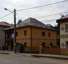Te încarci de frumos în Ciocănești, satul bucovinean unde casele sunt încondeiate | Adela Pârvu - Interior design blogger Case, Interior, Design, Interieur, Indoor, Interiors