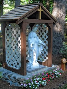 Nicholas Brouillette 18 of Greenville built a shrine to the Virgin Mary for the Our Lady of Hope House of Prayer in New Ipswich for his Eagle Scout project Staff photo by Ashley Saari Jungfrau Maria Statue, Grotto Design, Marian Garden, Catholic Altar, Prayer Corner, Virgin Mary Statue, Prayer Garden, Meditation Garden, Home Altar