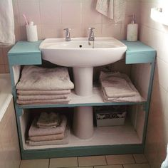 Creative craft decors for tiny spaces?Creative craft decors for tiny spaces? Furniture Makeover, Diy Furniture, Antique Furniture, Rustic Furniture, Furniture Design, Furniture Storage, Painted Furniture, Outdoor Furniture, Craftsman Home Interiors