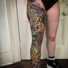 Japanese leg-sleeve by Aa Tattoos, Irezumi Tattoos, Great Tattoos, Japanese Tattoo Designs, Japanese Sleeve Tattoos, Japanese Legs, Street Tattoo, Oriental Flowers, Leg Sleeve Tattoo