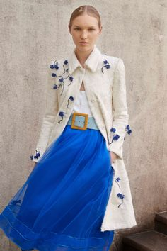 Carolina Herrera Resort 2018 Fashion Show Collection. I love how this references Alice in Wonderland in an awesome chic fresh way. Really girly. Love that!