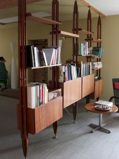 Elegant And Stunning Mid Century Dining Room Design Ideas 18 Mid Century Modern Bookcase, Mid Century Modern Living Room, Mid Century Modern Design, Mid Century Modern Furniture, Modern Room, Modern House Design, Modern Interior Design, Contemporary Furniture, Décoration Mid Century