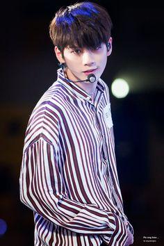 Wanna-One - Ong Seongwoo Jinyoung, Ong Seung Woo, Produce 101 Season 2, Kim Jaehwan, Ha Sungwoon, 3 In One, Kpop Boy, K Idols, South Korean Boy Band