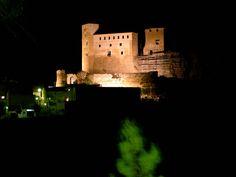Castillo de Cofrentes, Valencia,Spain.  En el castillo se encontraron restos que indican que es de origen romano. Este territorio fue testigo de las batallas entre dos generales y políticos romanos, Pompeyo (el Grande) y Sertorio.,  La fortaleza tuvo gran importancia por su situación, a sus  pies discurre el rio Cabriel.  En la época islámica, pertenecí ó al Reino Musulmán de Murcia. En el siglo XIII,  fue conquistado por el Rey de Aragón Jaime I el Conquistador (1208-1276).