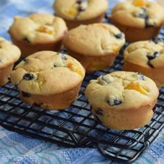 Natvia is a Stevia sweetener made from natural sweeteners and a healthy sugar substitute. Healthy Peach Muffins, Blue Berry Muffins, Sugar Free Snacks, Sugar Free Recipes, Healthy Sugar, Healthy Desserts, Lemon Tartlets, Desserts Sains, Blueberry Cheesecake