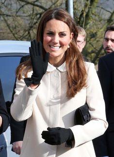 Kate Middleton Photos Photos - Kate Middleton, Duchess of Cambridge arrives at…