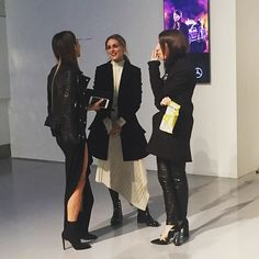That's a wrap on #LFW day 4 and my Insta takeover. I'm going to leave you with this parting shot from our former cover star @oliviapalermo looking incredibly chic as always backstage @davidkomalondon She was so charming and thrilled to hear her issue was such a hit with readers. #oliviapalermo #style #LFW #fashion #backstage #styleinspiration PS If you're looking for more Irish people to follow at #LFW check out @styleisleirl @darrenjfeeney @theminipost @deirdremcquillan @stylemecurvy…
