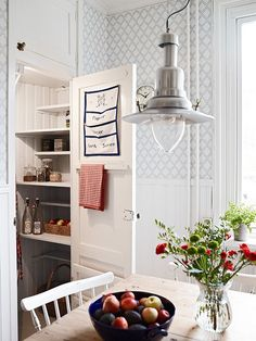 Country Kitchen and Pantry Sweet Home, Kitchen Wallpaper, Gray Wallpaper, Cottage Interiors, Scandinavian Home, Interior Exterior, Kitchen Styling, Country Kitchen, Cottage Style