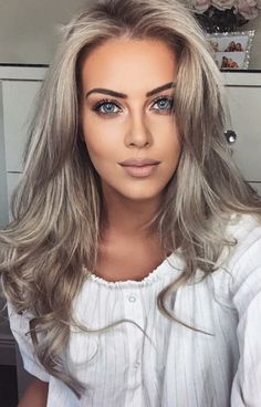 30 hottest blonde hair color ideas you will love in 2019 10 ~ Litledress - Hair & beauty - Dark Blue Hair, White Blonde Hair, Ice Blonde, Blonde Color, Winter Hairstyles, Pretty Hairstyles, Hair Pale Skin, Blonde Highlights, Gorgeous Hair
