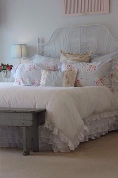 Black Shabby Chic Bedroom Furniture Set until Shabby Chic Furniture Galway, Shabby Chic Furniture Liverpool many Home Decor Style Trends 2019 Shabby Chic Mode, Shabby Chic Kitchen, Shabby Chic Style, Kitchen Retro, Shabby Chic Bedrooms, Bedroom Vintage, Shabby Chic Furniture, Romantic Bedrooms, Pink Bedrooms