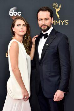Keri Russell et Matthew Rhys aux Emmy Awards 2016