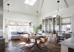 Looking for home design ideas? Browse hundreds of images for decor, layout, furniture, and storage inspiration from HGTV. Vaulted Ceiling Kitchen, Vaulted Ceilings, Home Interior, Interior Design, Cottage Renovation, Layout, Diy Décoration, Kitchen Dining, Dining Rooms