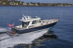 Interior and exterior images of the Sabre 48 salon express motor yacht the perfect boat for cruising with family and friends Motor Cruiser, Family Boats, Sport Fishing Boats, Casco Bay, Traditional Exterior, Yacht Boat, Star Citizen, Art And Technology, Virtual Tour