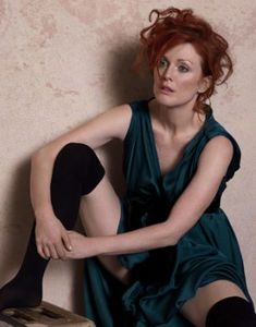 Julianne Moore by Peter Lindbergh Seated Woman With Bent Knee by Egon Schiele for Harper's Bazaar Beautiful Redhead, Beautiful Celebrities, Beautiful Actresses, Beautiful People, Beautiful Women, Peter Lindbergh, Julianne Moore, Leila Star Wars, Viviane Sassen