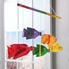 Recycled Plastic Bottle Fish Hanger Source by Reuse Plastic Bottles, Plastic Bottle Flowers, Plastic Bottle Crafts, Plastic Hangers, Plastic Art, Recycled Bottles, Recycled Art Projects, Recycled Crafts, Green Crafts For Kids
