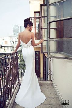 Don't want to look like white princess in your wedding dress on your big day? We collected for you some sexy wedding dresses ideas which are elegant alternatives. Amazing Wedding Dress, Sexy Wedding Dresses, Designer Wedding Dresses, Wedding Attire, Bridal Dresses, Wedding Gowns, 21 Dresses, Backless Dresses, Backless Wedding