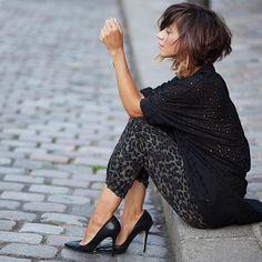   ALONE IN MONTMARTRE   www.lesbabiolesdezoe.com