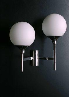 GAETANO SCIOLARI. Applique asymétrique. Opaline satin blanche. 1970