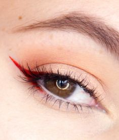 Valentine's day makeup red eyeliner tips #MakeupTutorialEyeliner Eyeliner Make-up, Makeup Tutorial Eyeliner, Eyeliner Looks, How To Apply Eyeliner, Black Eyeliner, Color Eyeliner, Silver Eyeliner, Makeup Tutorials, Makeup Tips