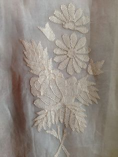 Embroidery On Kurtis, Kurti Embroidery Design, Embroidery On Clothes, Embroidery Motifs, Hand Embroidery Tutorial, Hand Work Embroidery, Embroidery Flowers Pattern, Hand Embroidery Designs, Saree Painting