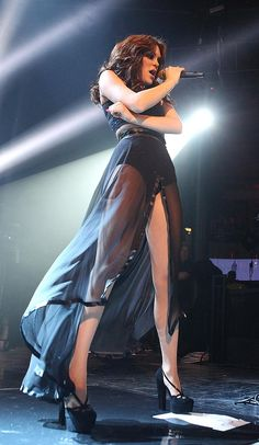 Jessie J Hot | Jessie J is a sheer delight in hot pants at iTunes Festival