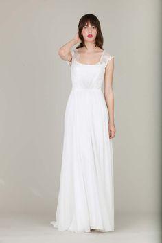 Im Einfachen das Besondere finden: Die neue Brautmoden-Kollektion 2016 von therese und luise @therese & luise  http://www.hochzeitswahn.de/inspirationsideen/im-einfachen-das-besondere-finden-die-neue-brautmoden-kollektion-2016-von-therese-und-luise/ #weddingdress #dress #fashion
