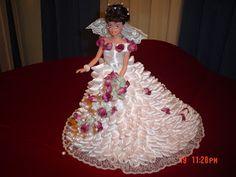 Nosvamosde Bodas Muñecas vestidas de novias...están personalizadas. Me encanta el diseño y disfruto vistiendo de moda a mis mu...