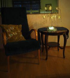 Vaateviidakko: Sohvatyynyt ruiskumaalatusta kankaasta Handmade Decorations, Diy Furniture, Accent Chairs, Interiors, Home Decor, Upholstered Chairs, Decoration Home, Room Decor, Handmade Furniture