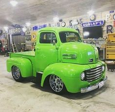 old ford trucks Classic Pickup Trucks, Old Pickup Trucks, Jeep Pickup, Hot Rod Trucks, Cool Trucks, Big Trucks, Chevy Trucks, Pickup Camper, Lifted Trucks