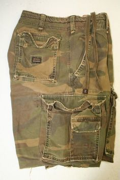 Abercrombie Fitch A6509 Green Camo Cargo Shorts Button Fly Cut Off (Men 33) 2653 #AbercrombieFitch #CargoShorts #Camo #Kingpin