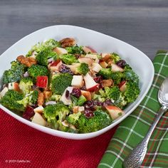 Dice, chop and stir is all that's required to create Broccoli and Apple Salad. This healthy ingredient dish is low in sodium and high in flavor. Kidney Friendly Foods, Kidney Recipes, Healthy Kidneys, Soup With Ground Beef, Apple Salad, Spring Salad, Mediterranean Diet Recipes, Healthy Salad Recipes, Diet And Nutrition
