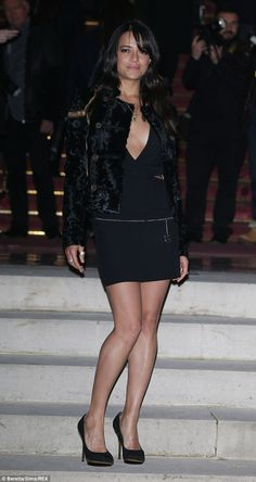 Michelle Rodriguez shows extreme cleavage at Versace Paris show Michelle Rodriguez, Fast And Furious, Hollywood Fashion, Hollywood Actresses, Dom And Letty, Dougie Poynter, Versace, All Black Looks, Haute Couture Fashion