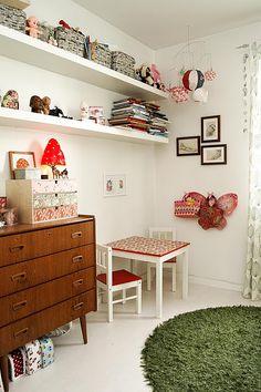 Mid Century dresser - pinned by http://www.auntbucky.com  #midCentury #kids #design