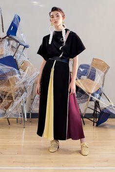 http://www.vogue.com/fashion-shows/resort-2018/roksanda/slideshow/collection