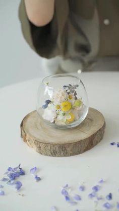 Flower Centerpieces, Flower Decorations, Modern Flower Arrangements, Flower Packaging, Deco Floral, Easy Diy Gifts, Diy Interior, Ikebana, Flower Making
