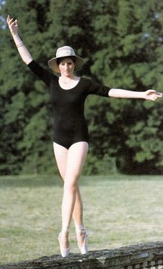 Lady Diana adopts ballet position for her father to capture a photograph of his slim, tall daughter who took ballet and tap dance classes at school. She used to practice in the black and white marble entrance hall at Althorp estate. Princess Diana Photos, Princess Diana Family, Royal Princess, Princess Of Wales, Royal Queen, Lady Diana Spencer, Spencer Family, Princesa Diana, Prinz William