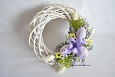 Wreath Crafts, Diy Wreath, Grapevine Wreath, Easter Wreaths, Holiday Wreaths, Diy Easter Decorations, Wreath Tutorial, How To Make Wreaths, Easter Crafts