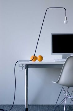 Minimalist by lynn modern business office design Minimalist Desk, Minimalist Bedroom, Minimalist Lifestyle, Gaming Desk, Work Office Design, Office Designs, Decoration Bedroom, Minimal Living, Bedroom Lamps