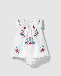 Vestido de bebé niña Bass 10 en blanco con bordado